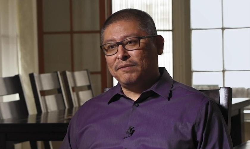 Casey Diaz conta a história de sua conversão em um livro recém-lançado. (Foto: Reprodução/CBN News)