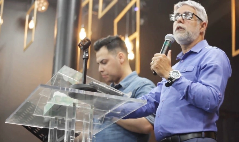 Pr. Cláudio Duarte concede entrevista ao Guiame durante conferência Kingdom Movement, no Japão. (Foto: Guiame/Marcos Corrêa)