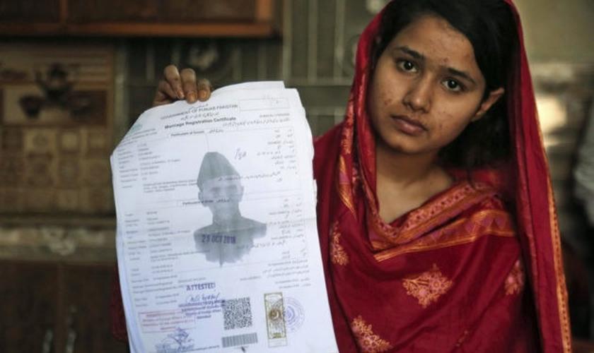 Mahek Liaqat foi traficada para a China, mas conseguiu escapar (Foto: K.M. Chaudary/AP)
