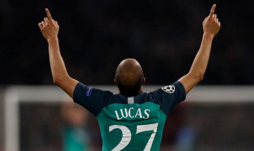 Lucas Moura comemora um de seus gols em partida da Liga dos Campeões. (Foto: Reprodução/Instagram)
