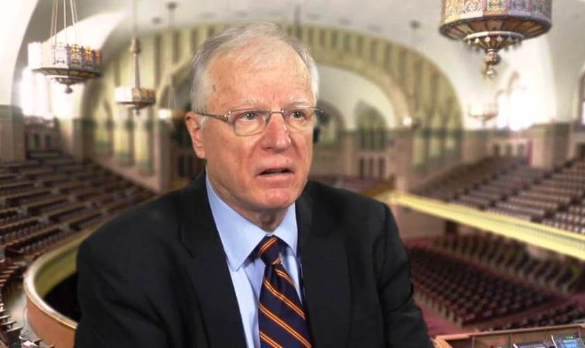 O pastor Erwin W. Lutzer aponta cinco falsos evangelhos que estão sendo espalhados pelas igrejas. (Foto: Reprodução/YouTube)