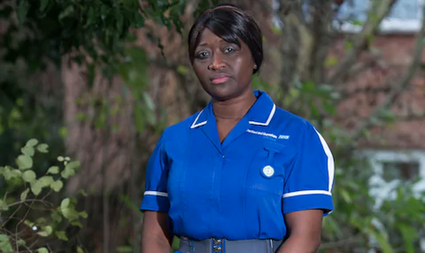 A enfermeira Sarah Kuteh foi demitida do hospital Darent Valley, na Inglaterra. (Foto: David Mchugh/Brighton Pictures)