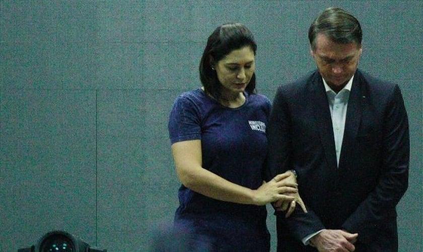 Presidente Jair Bolsonaro e sua esposa, Michelle, na igreja Batista Atitude. (Foto: Jose Lucena/Futura Press/Estadão Conteúdo)