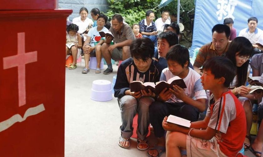 Cristãos se reúnem para cultuar a Deus em casas. (Foto: Reprodução/CBN News)