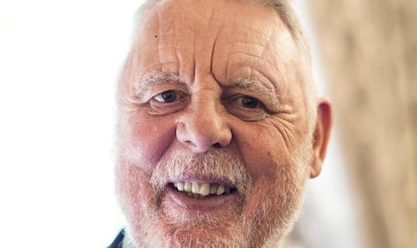 Terry Waite comemora 80 anos e planeja voltar a Beirute para continuar a trabalhar nos esforços de construção da paz. (Foto: Reprodução/Premier)