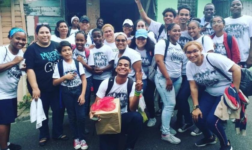 Cristãos compartilham a mensagem da Palavra de Deus nas ruas de Santo Domingo. (Foto: Reprodução/Meso America)