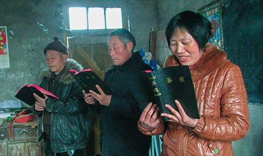 Cristãos chineses decoram as Escrituras porque sabem que ninguém pode roubar o que está em seus corações. (Foto: Voice of the Martyrs)