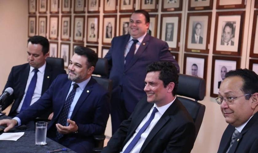 Moro recebeu deputados da Frente Parlamentar Evangélica, incluindo o pastor Marco Feliciano. (Foto: Henrique Gomes Batista/Agência O Globo)