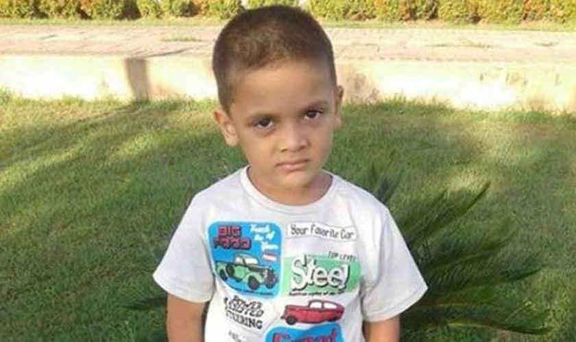 """O menino Rhuan, vítima de mutilação genital e assassinato por suas """"mães"""". (Foto: Reprodução/Facebook)"""