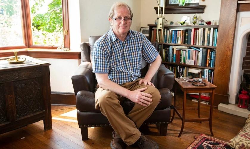 O doutor David Mackereth afirma que foi demitido como assessor de benefícios por causa de suas crenças religiosas. (Foto: Reprodução/Andrew Fox)