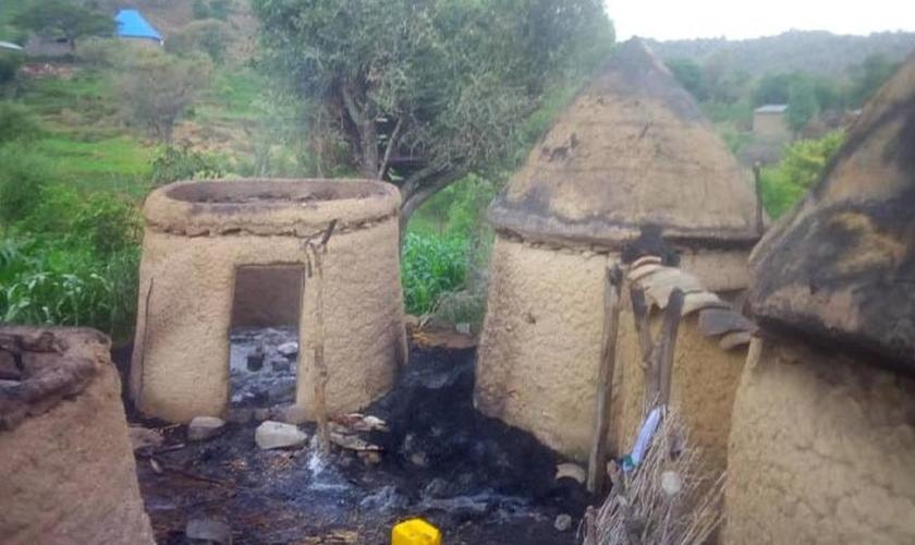 Aldeia em Camarões atacada pelo Boko Haram. (Foto: Reprodução/Barnabas Fund)