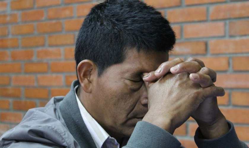 Pastor colombiano sofre ameaças de criminosos que atacam igrejas. (Foto: Reprodução/Portas Abertas)