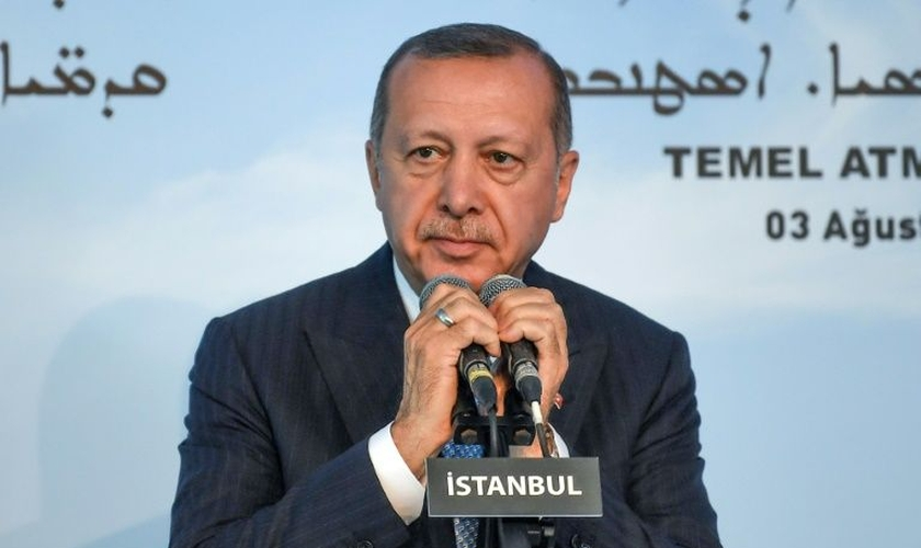 O presidente turco, Recep Tayyip Erdogan, durante a cerimônia de colocação do primeiro bloco de pedra da construção. (Foto: AFP Photo/Ozan Kose)