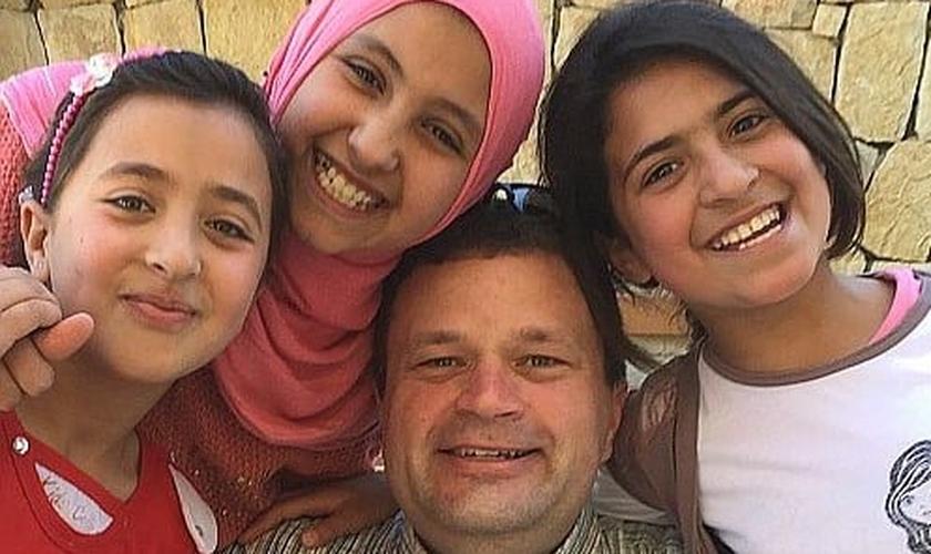 Refugiados sírios no Líbano. (Foto: Reprodução/Heart for Lebanon)
