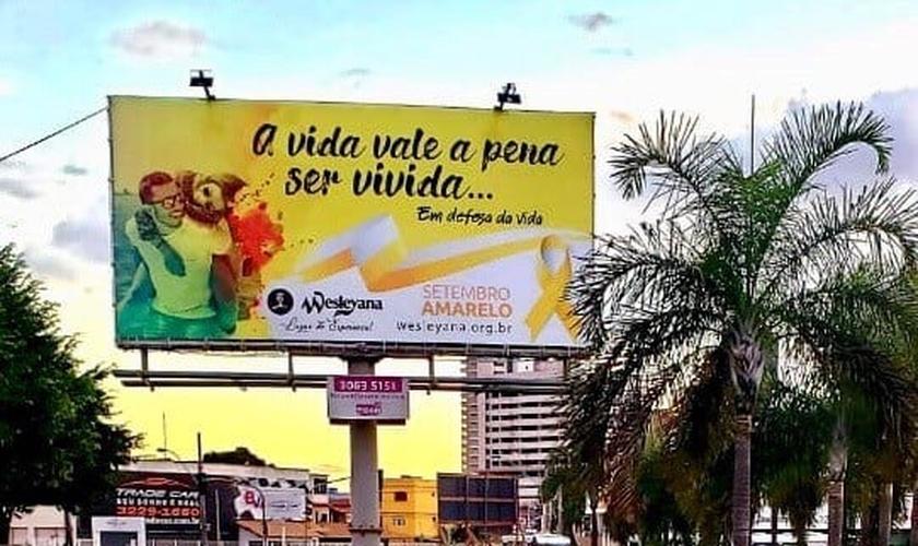 """Totem com mensagem do """"Setembro Amarelo� na campanha criada pela Igreja Wesleyana de Vila Velha (ES). (Foto: Reprodução/Facebook)"""