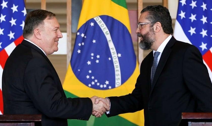 Secretário de Estado americano, Mike Pompeo e chanceler Ernesto Araújo. (Foto: Reprodução/EBC)