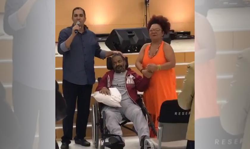 Waguinho junto com Arlindo Cruz e sua esposa Barbara. (Foto: Reprodução/Instagram)