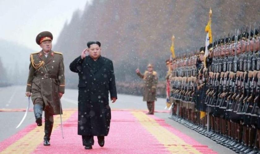 A Coreia do Norte, liderada por Kim Jong-un, é classificada como o pior país para perseguição cristã na lista anual mundial de portas abertas. (Reuters / KCNA)