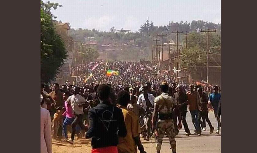 Protestos contra a violência aos cristãos na Etiópia. (Foto: Reprodução/Twitter)