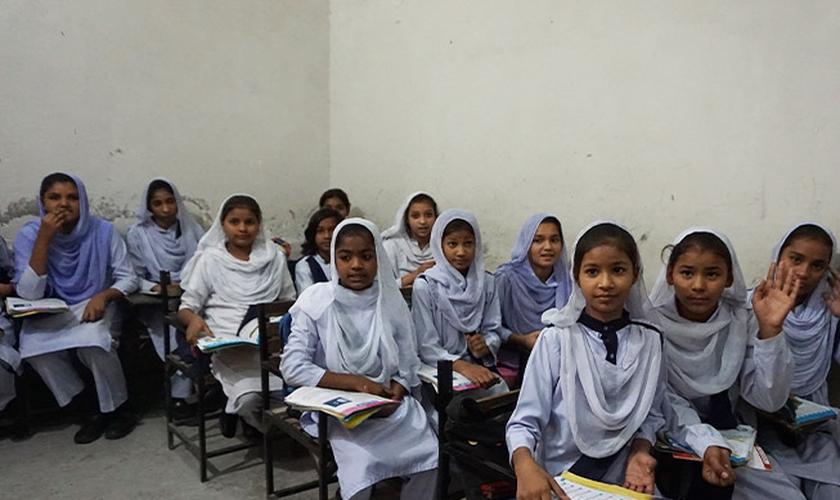 Meninas cristãs paquistanesas. (Foto: Reprodução/BF)