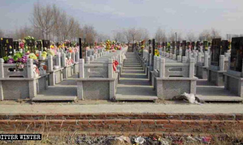 Locais como cemitérios são utilizados para cultos a Deus por cristãos chineses. (Foto: Reprodução/Bitter Winter)