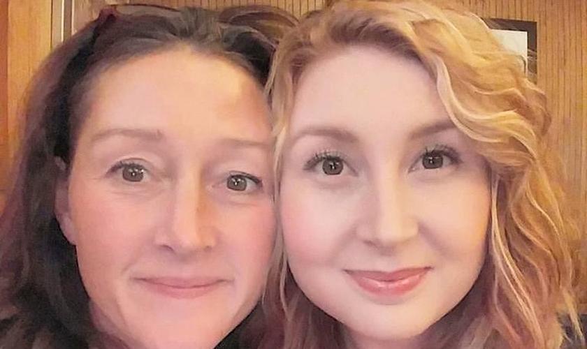 Paula [à esquerda) e sua filha Kayla Ann. (Foto: Reprodução/Live Action)