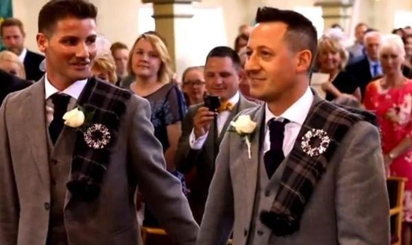 Casamento entre homens irlandeses. (Foto: Reprodução/Premier)