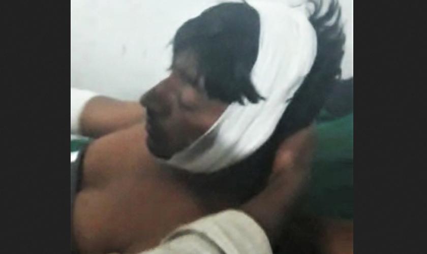 Extremistas hindus agrediram o pastor Ramesh Pargi no distrito de Dahod, estado de Gujarat, Índia, em 22 de outubro de 2019. (Foto: Reprodução/Morning Star News)
