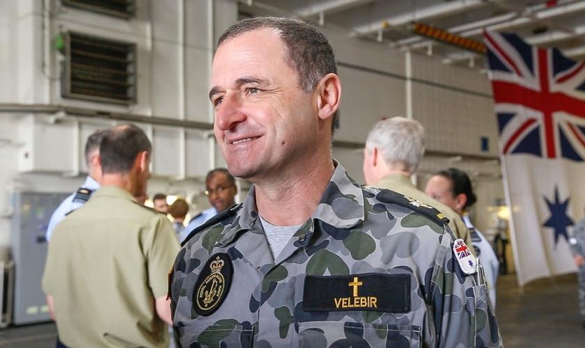Miroslav Velebir, como capelão na Austrália. (Foto: Reprodução/Eternity)