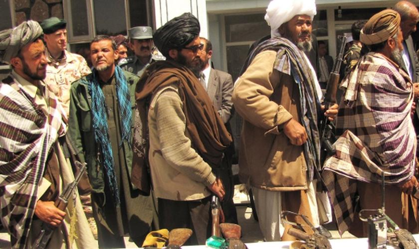Afeganistão promove apedrejamento e morte aos seus cidadãos que abandonarem o islamismo. (Foto: Reprodução/J. G. Joe Painter)