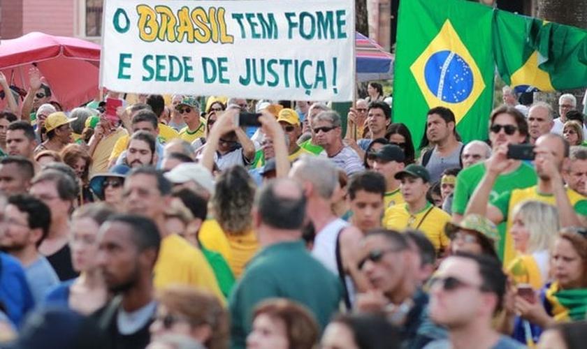Manifestantes saíram às ruas em protesto contra decisão do STF. (Foto: Telmo Ferreira/Framephoto/Estadão Conteúdo)