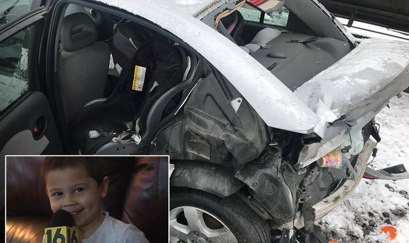 Camden Davis [no destaque] e o carro destruído após ser atingido pelo trem. (Foto: Reprodução/Germania Hose Company)