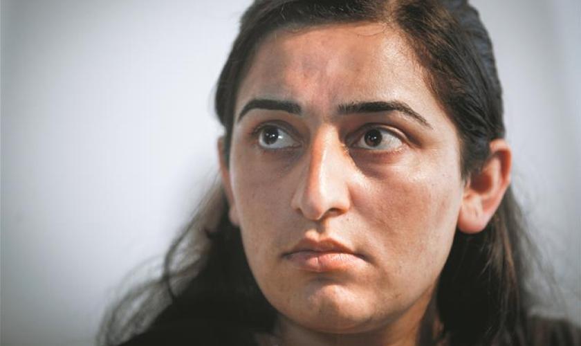 Farida tinha 17 anos quando foi forçada a escravidão sexual pelo EI; mais tarde, ela escapou. (Foto: Reprodução/God Reports)