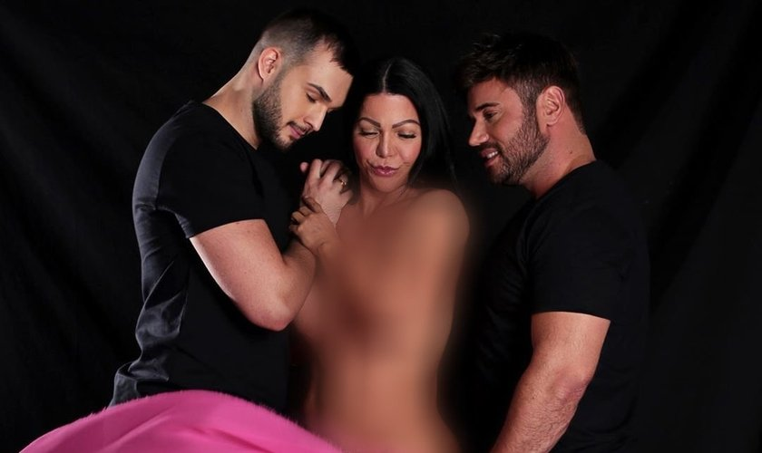 Simone Pôncio, esposa do pastor Márcio Pôncio, publicou fotos seminua entre o casal homossexual. (Foto: Reprodução/Instagram)