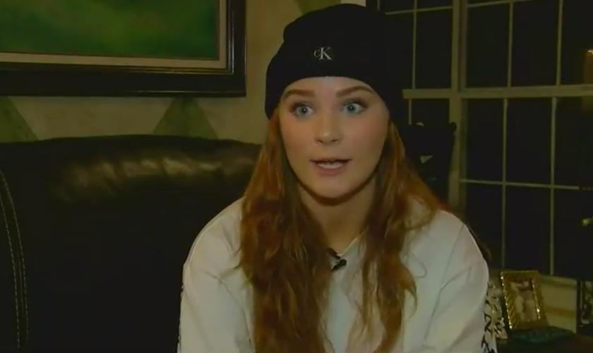 Katie Qualls, de 17 anos, durante entrevista à WLBT. (Foto: Reprodução/ WLBT)