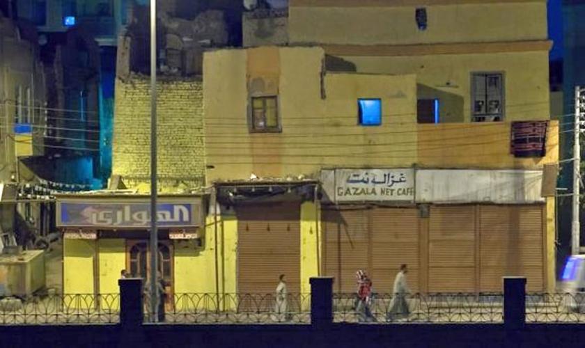 Fachada de prédio residencial em vila do Egito. (Foto: Reprodução/God Reports)