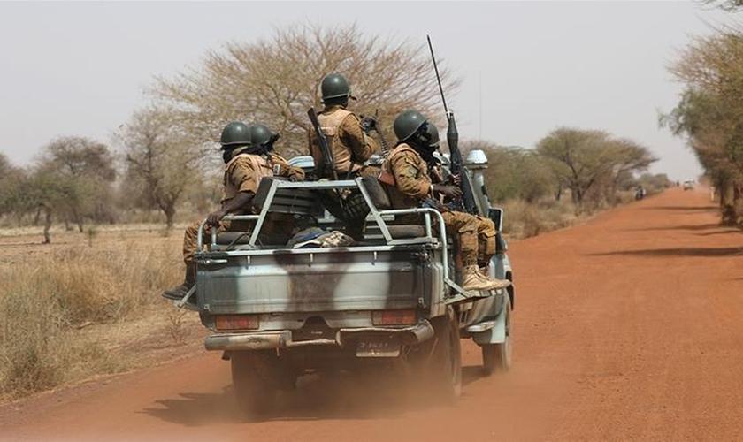 Burkina Faso tem lutado com a crescente agitação atribuída a grupos ligados à Al-Qaeda e ao Estado Islâmico do Iraque e ao grupo Levant. (Foto: Luc Gnago/Reuters)
