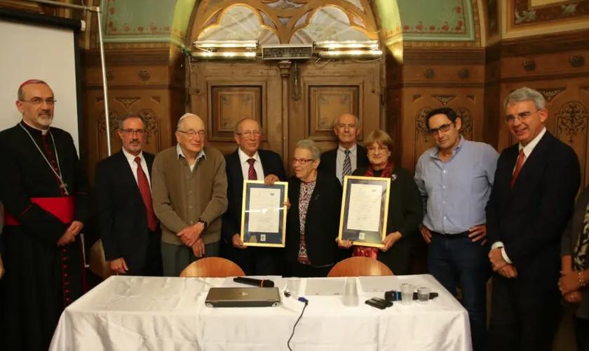A homenagem póstuma foi entregue aos membros da família do rabino Nathan Cassuto e Matilda Cassin. (Foto: Moshe Mizrahi)