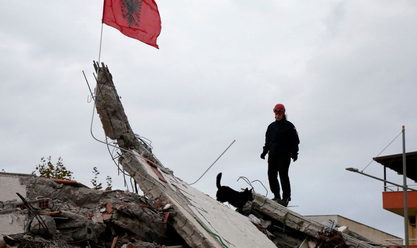 Destroços causados por terremoto de 6,4 graus que atingiu a Albânia em 26 de novembro. (Foto: Reprodução/BosNewsLife)