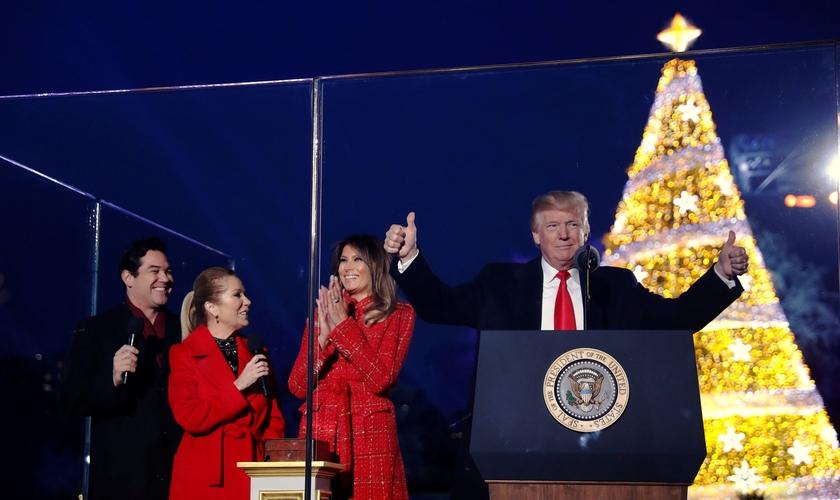 Donald Trump e Melania participam de cerimônia de iluminação da Árvore de Natal Nacional. (Foto: Jonathan Ernst/Reuters)