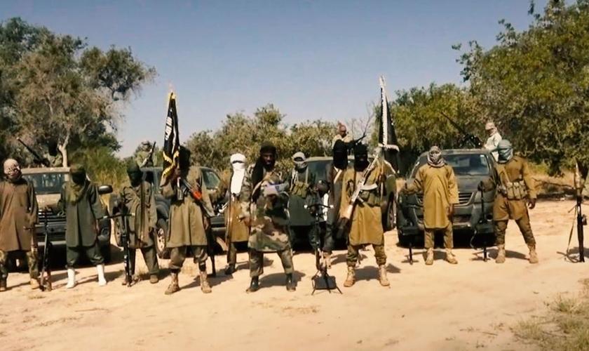 Terroristas islâmicos do grupo Boko Haram na África Ocidental. (Foto: Reprodução/CBN News)