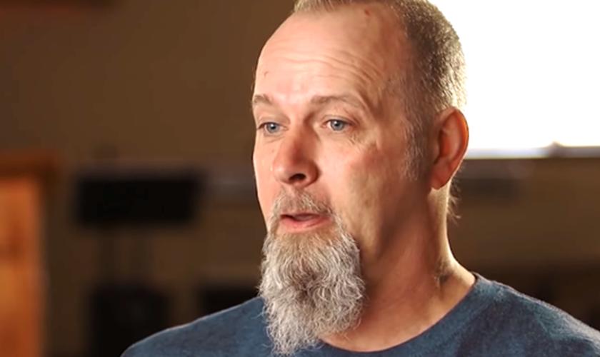 Brian Cole compartilha seu testemunho de restauração. (Foto: Reprodução/God Reports)