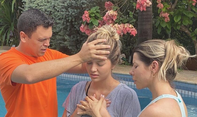 Lyandra Mota Costa, filha do cantor Leandro, foi batizada no último sábado (15). (Foto: Reprodução/Instagram)