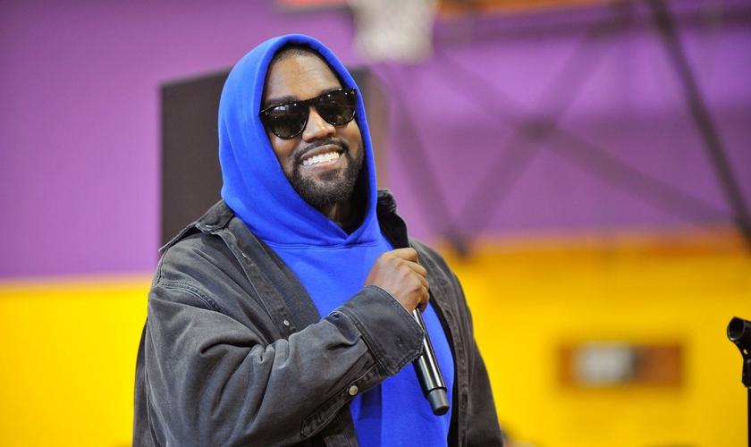 Kanye West celebrou um ano do Sunday Service com moradores de rua, em Los Angeles. (Foto: Valerie Goodloe/L.A. Sentinel)