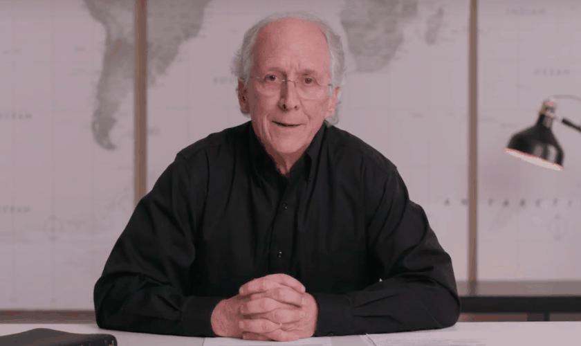 John Piper durante aconselhamento. (Foto: Reprodução/YouTube)