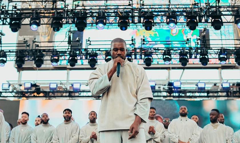 Kanye West compartilhou seu testemunho na conferência Awaken 2020, no estádio Sun Devil, em Arizona. (Foto: Awaken 2020)
