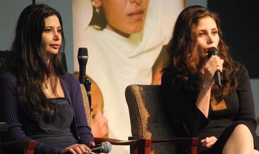 Maryam e Marziyeh relatam sua história missionária em livro. (Foto: Reprodução/WW Monitor)