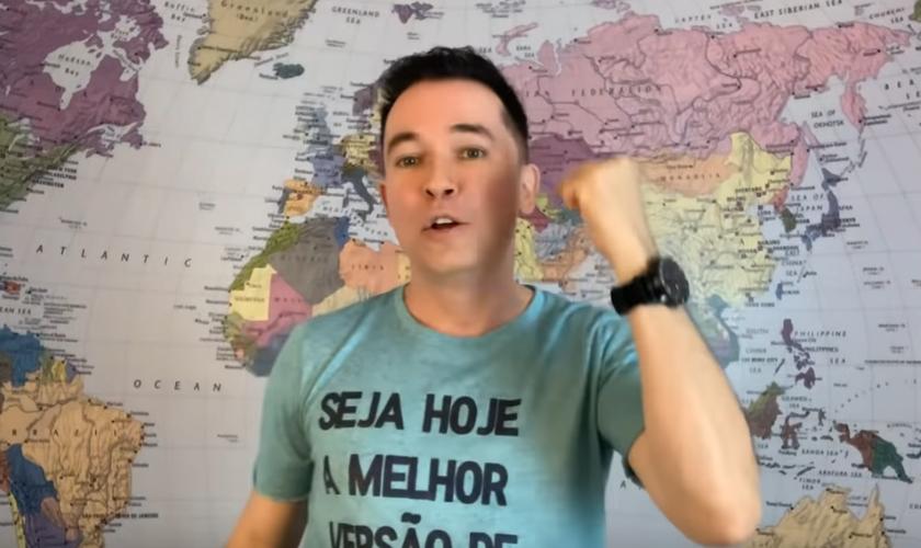 Lucinho Barreto em ministração. (Foto: Reprodução/YouTube)