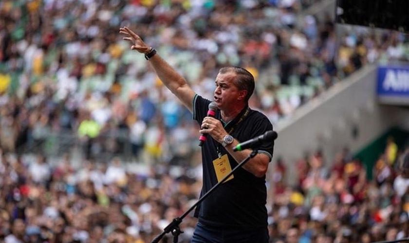 Luiz Hermínio em ministração no The Send Brasil, no Allianz Parque. (Foto: Instagram/Luiz Hermínio)