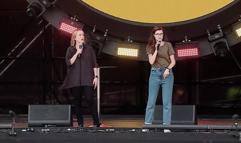 A australiana Christine Caine, fundadora da Campanha A21, no The Send Brasil. (Foto: Reprodução/The Send)